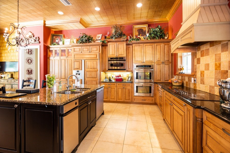 Real Estate Photography - 11441 Hammock Oaks, Lithia, FL, 33547 - Kitchen