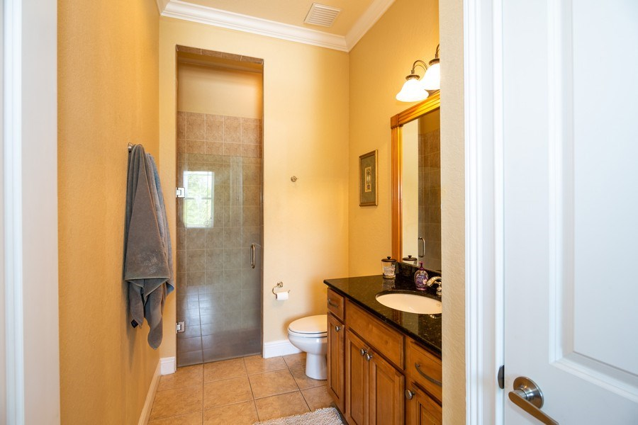Real Estate Photography - 11441 Hammock Oaks, Lithia, FL, 33547 - 2nd Bathroom