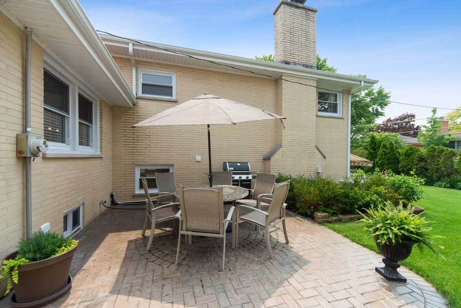 Real Estate Photography - 318 N. Western Ave., Park Ridge, IL, 60068 - Paver Patio