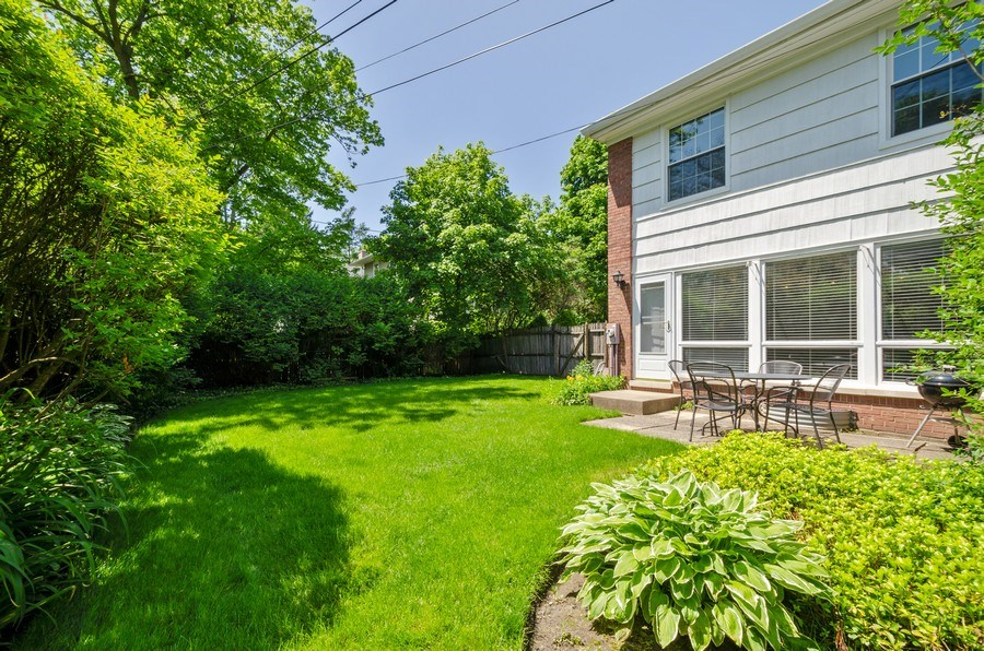 Real Estate Photography - 1109 Lake Ave, Wilmette, IL, 60091 - Back Yard