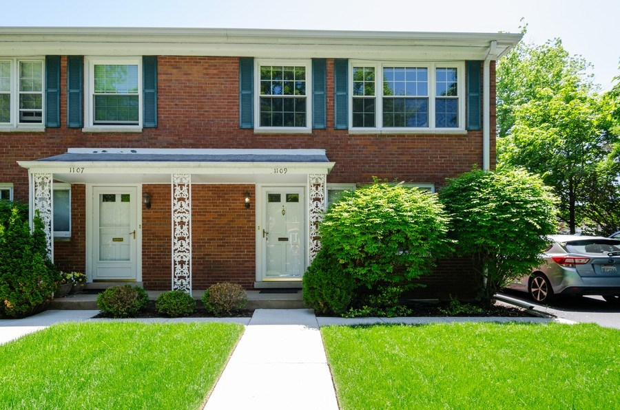 Real Estate Photography - 1109 Lake Ave, Wilmette, IL, 60091 - Front View