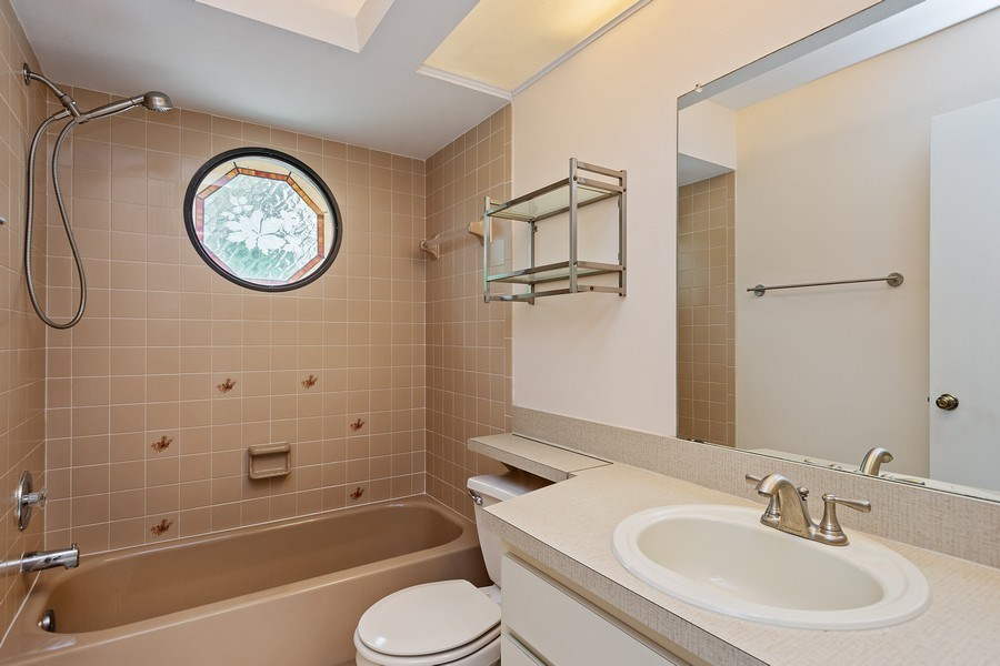 Real Estate Photography - 1908 Sandstone Place, Clearwater, FL, 33760 - 2nd Bathroom