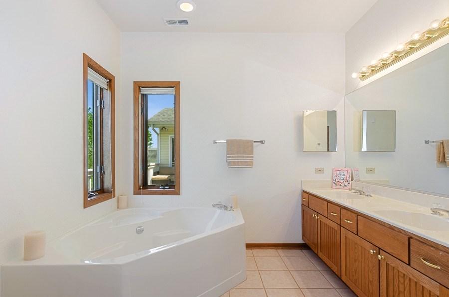 Real Estate Photography - 17801 Springbrook Circle, Union, IL, 60180 - Master Bathroom