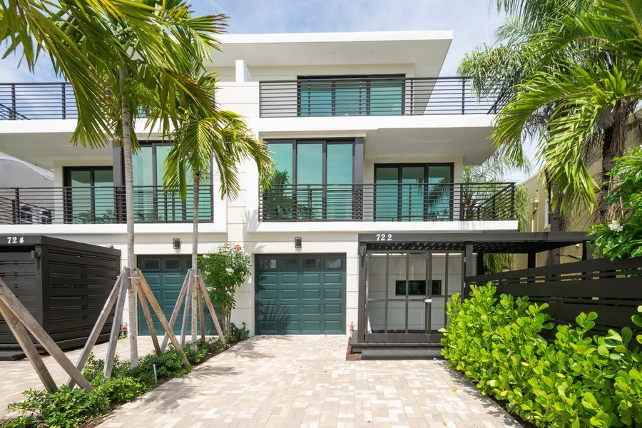 Real Estate Photography - 722 NE 15th Ave #1, Fort Lauderdale, FL, 33304 - Front View