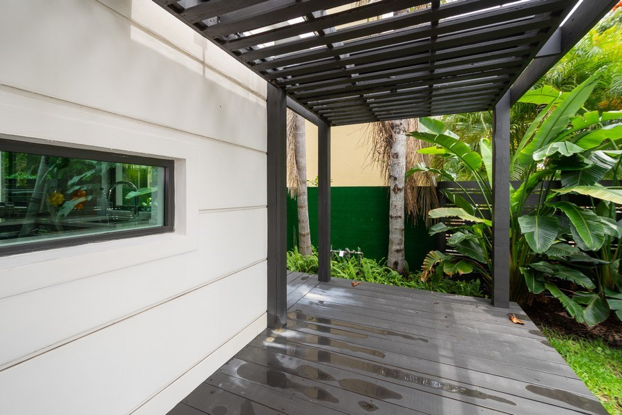 Real Estate Photography - 722 NE 15th Ave #1, Fort Lauderdale, FL, 33304 - Entryway
