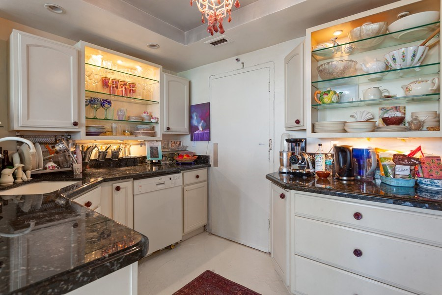 Real Estate Photography - 20 Island Ave, 405, Miami Beach, FL, 33139 - Kitchen