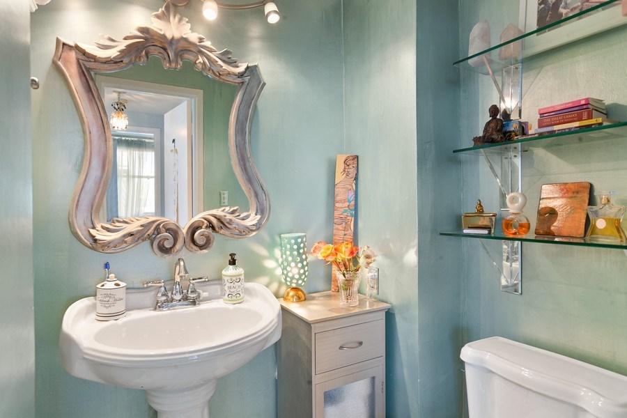 Real Estate Photography - 20 Island Ave, 405, Miami Beach, FL, 33139 - Half Bath