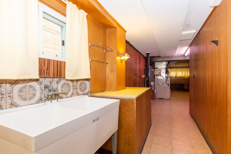 Real Estate Photography - 6154 W 64th Pl, Chicago, IL, 60638 - Laundry Room