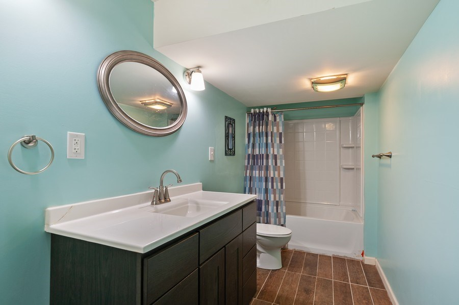 Real Estate Photography - 1565 Prospect Circle, Pingree Grove, IL, 60140 - 2nd Bathroom