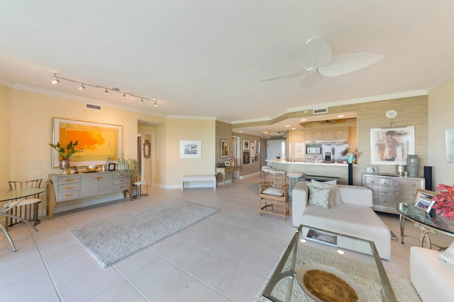 Real Estate Photography - 425 Cove Tower Dr, Naples, FL, 34110 - Great room