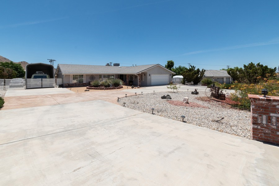 Real Estate Photography - 16401 Nosoni Rd., Apple Valley, CA, 92307 - Driveway