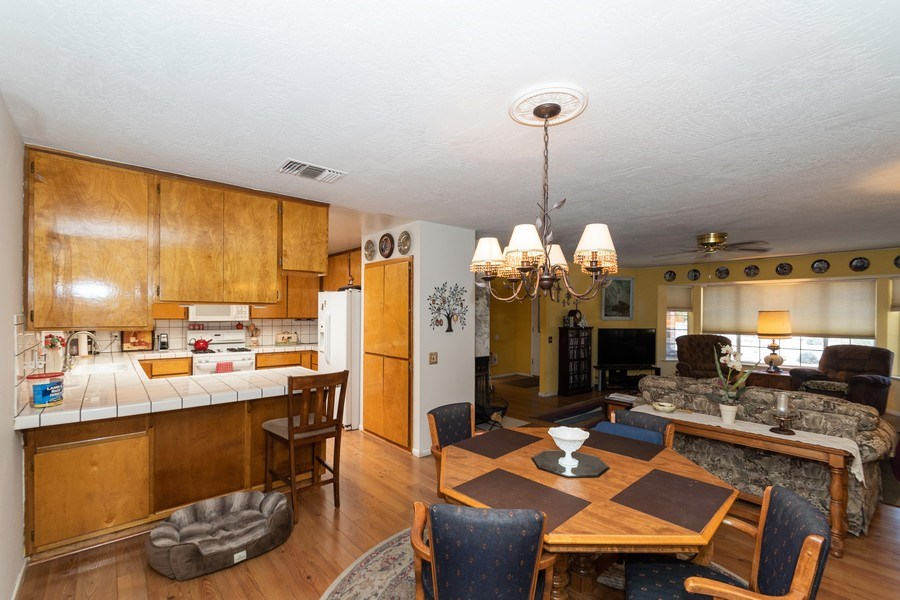 Real Estate Photography - 16401 Nosoni Rd., Apple Valley, CA, 92307 - Kitchen / Dining Room