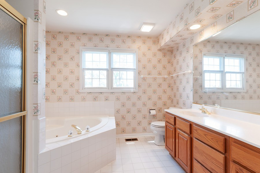 Real Estate Photography - 704 Fieldale Ln, Grayslake, IL, 60030 - Master Bathroom