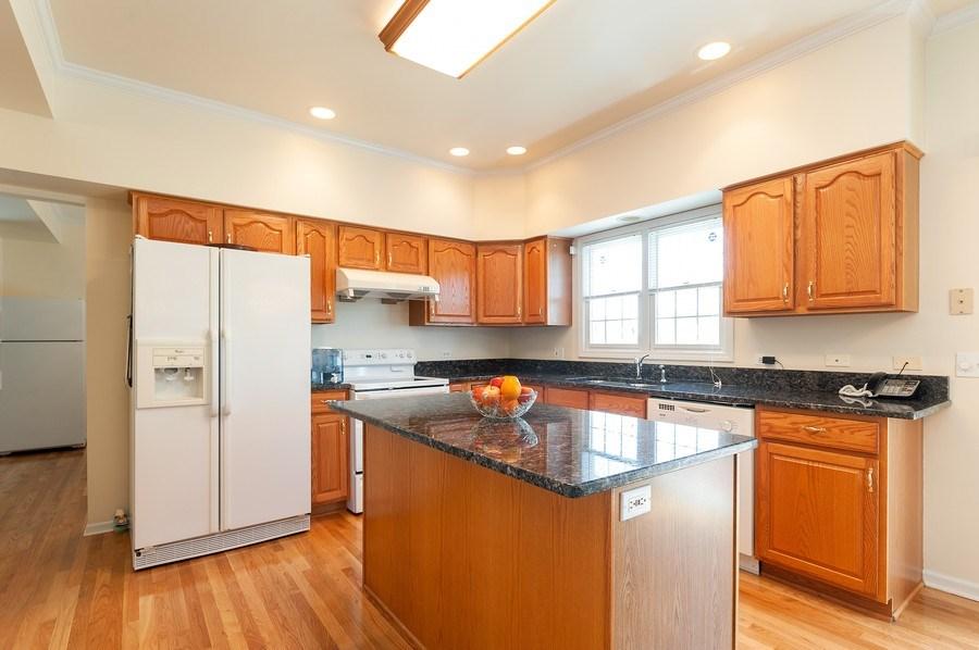 Real Estate Photography - 704 Fieldale Ln, Grayslake, IL, 60030 - Kitchen