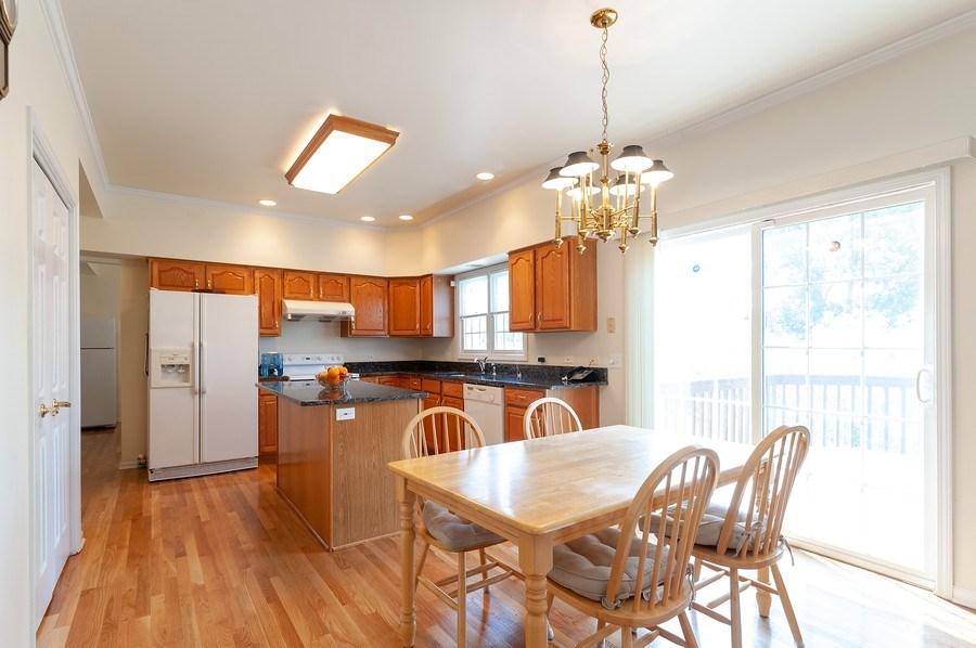 Real Estate Photography - 704 Fieldale Ln, Grayslake, IL, 60030 - Kitchen / Breakfast Room