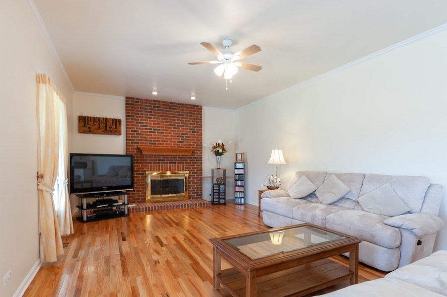 Real Estate Photography - 704 Fieldale Ln, Grayslake, IL, 60030 - Family Room
