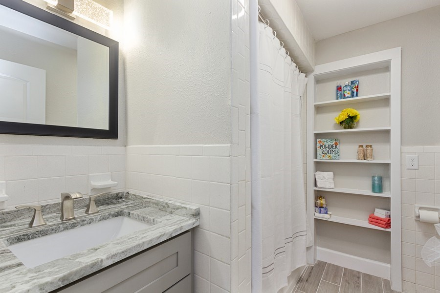 Real Estate Photography - 11154 Park ave, Windermere, FL, 34786 - 3rd Bathroom