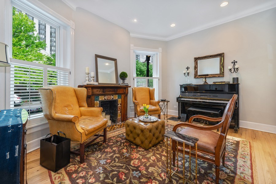 Real Estate Photography - 1730 Wells St, Chicago, IL, 60614 - Living Room