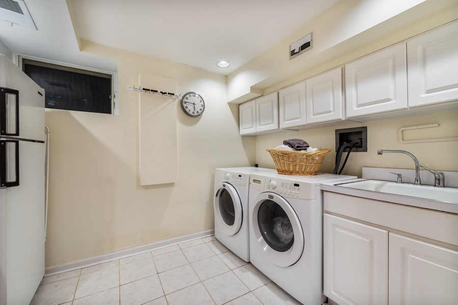 Real Estate Photography - 1730 Wells St, Chicago, IL, 60614 - Laundry Room