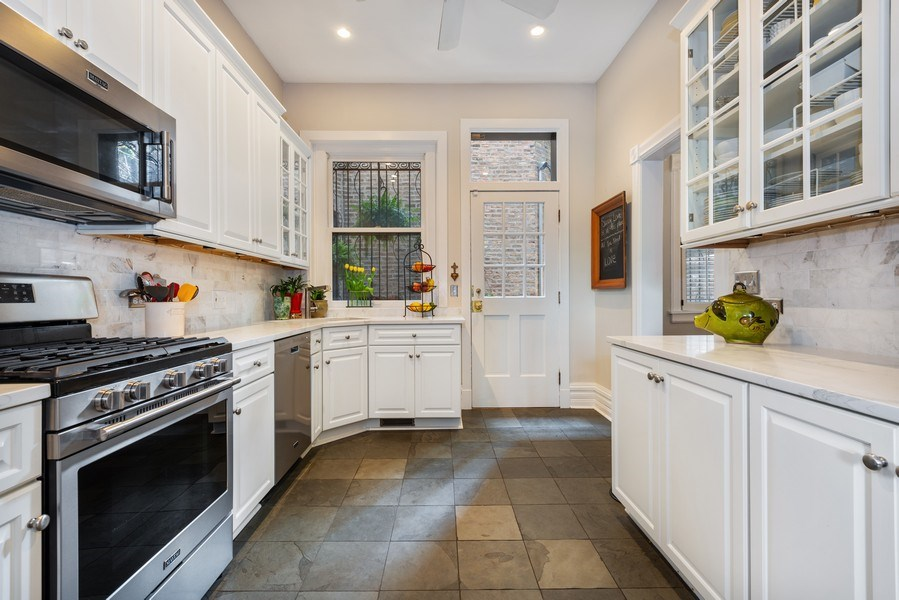 Real Estate Photography - 1730 Wells St, Chicago, IL, 60614 - Kitchen