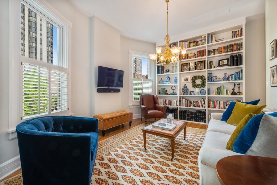 Real Estate Photography - 1730 Wells St, Chicago, IL, 60614 - Den