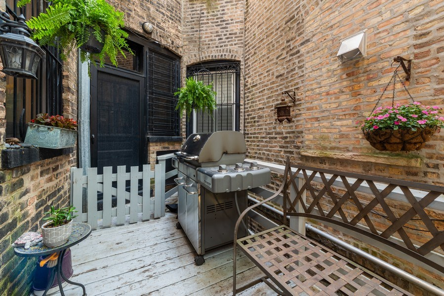 Real Estate Photography - 1730 Wells St, Chicago, IL, 60614 - Deck