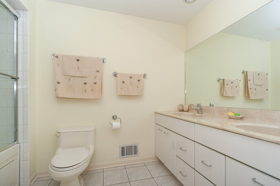 Real Estate Photography - 3920 Miller Dr, Glenview, IL, 60025 - Bathroom