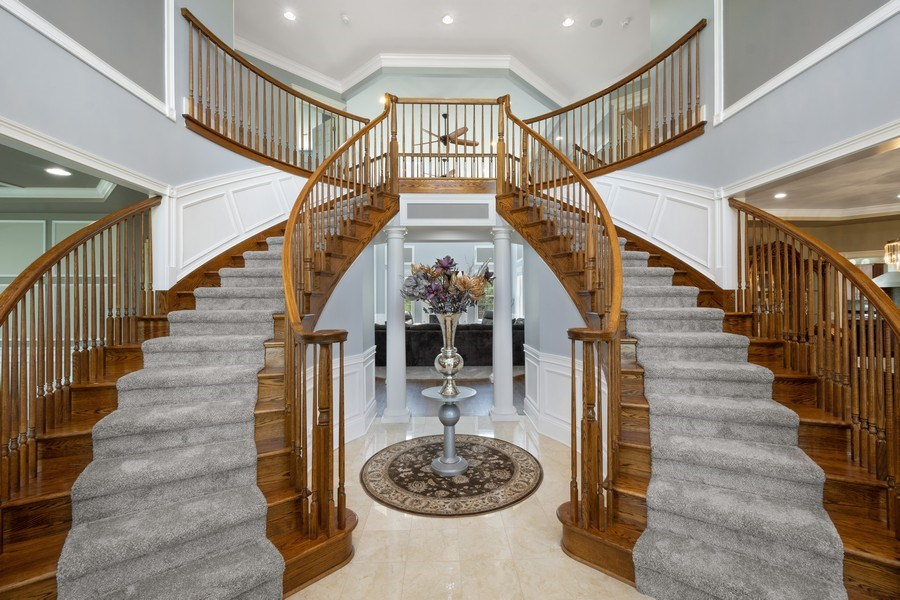 Real Estate Photography - 84 Tournament Dr N, Hawthorn Woods, IL, 60047 - Foyer