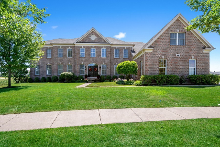 Real Estate Photography - 84 Tournament Dr N, Hawthorn Woods, IL, 60047 - Front View