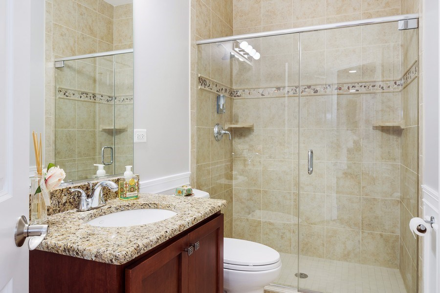 Real Estate Photography - 84 Tournament Dr N, Hawthorn Woods, IL, 60047 - Bathroom
