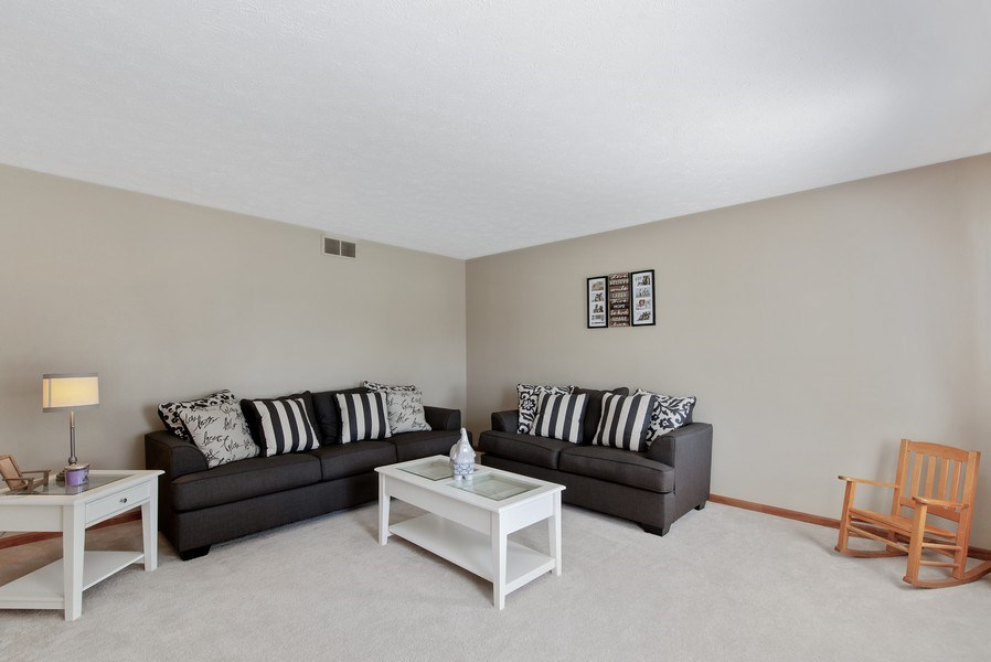 Real Estate Photography - 8960 Birdie Bend, Belvidere, IL, 61008 - Living Room