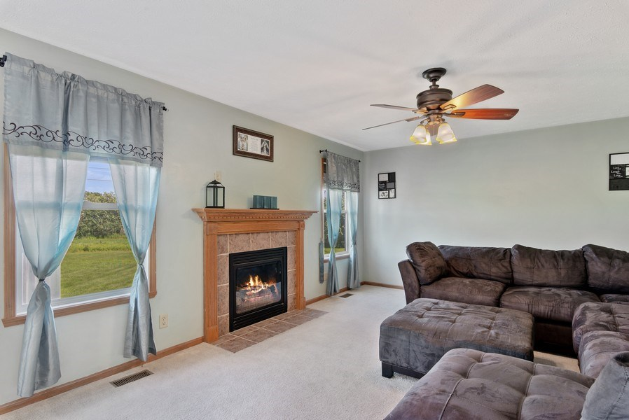 Real Estate Photography - 8960 Birdie Bend, Belvidere, IL, 61008 - Family Room