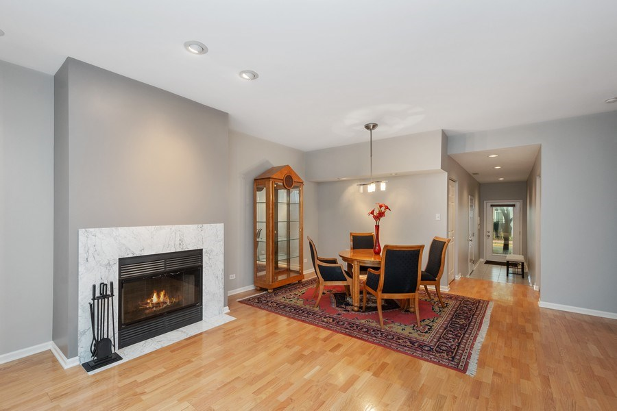 Real Estate Photography - 1522 S Prairie, Unit D, Chicago, IL, 60605 - Living Room