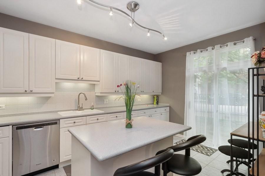 Real Estate Photography - 1522 S Prairie, Unit D, Chicago, IL, 60605 - Kitchen