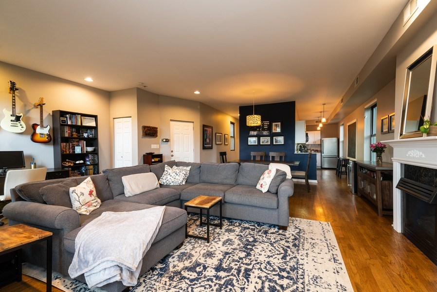 Real Estate Photography - 1712 W Wilson Ave, Unit 3E, Chicago, IL, 60640 - Great Room