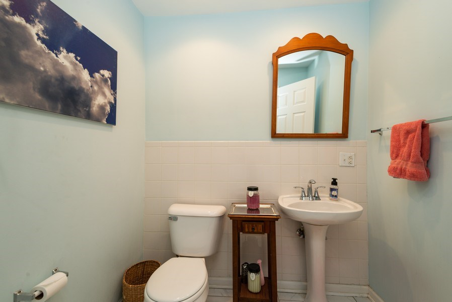Real Estate Photography - 1712 W Wilson Ave, Unit 3E, Chicago, IL, 60640 - 2nd Bathroom