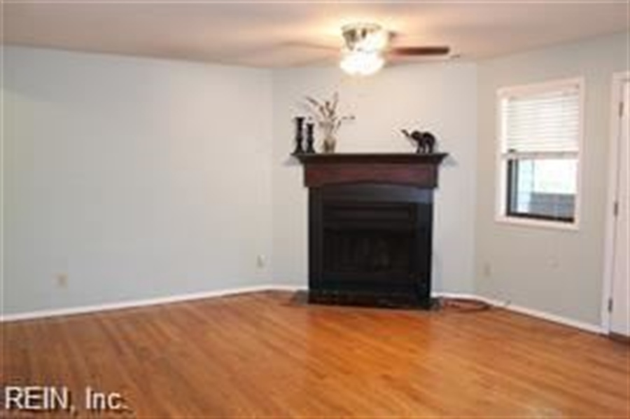 Real Estate Photography - 808 Colley Ave, # 3A, Norfolk, VA, 23507 - Location 6