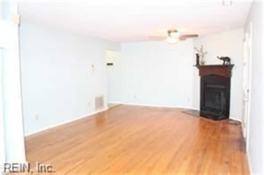 Real Estate Photography - 808 Colley Ave, # 3A, Norfolk, VA, 23507 - Location 7