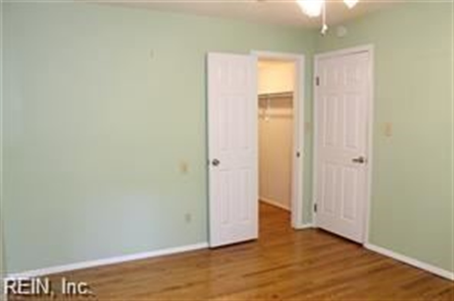 Real Estate Photography - 808 Colley Ave, # 3A, Norfolk, VA, 23507 - Location 21