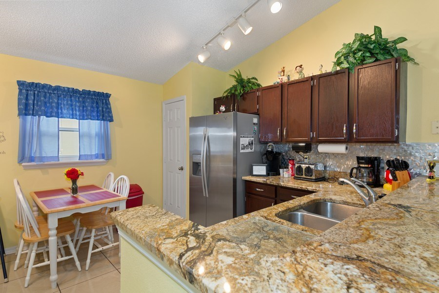 Real Estate Photography - 17409 Silver Creek Ct, Clermont, FL, 34747 - Kitchen