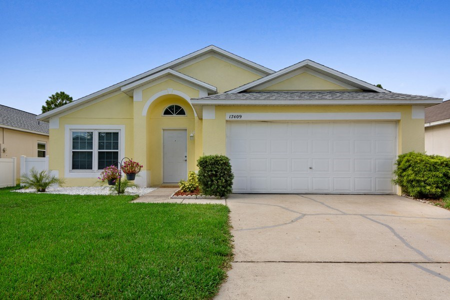 Real Estate Photography - 17409 Silver Creek Ct, Clermont, FL, 34747 - Front View