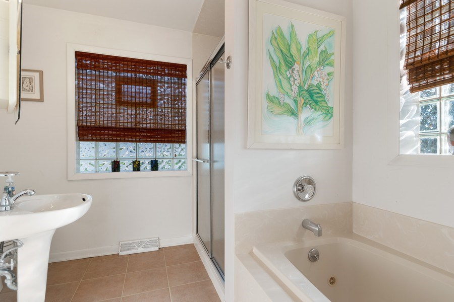Real Estate Photography - 1810 N Dale Ave, Arlington Heights, IL, 60004 - 3rd Bathroom