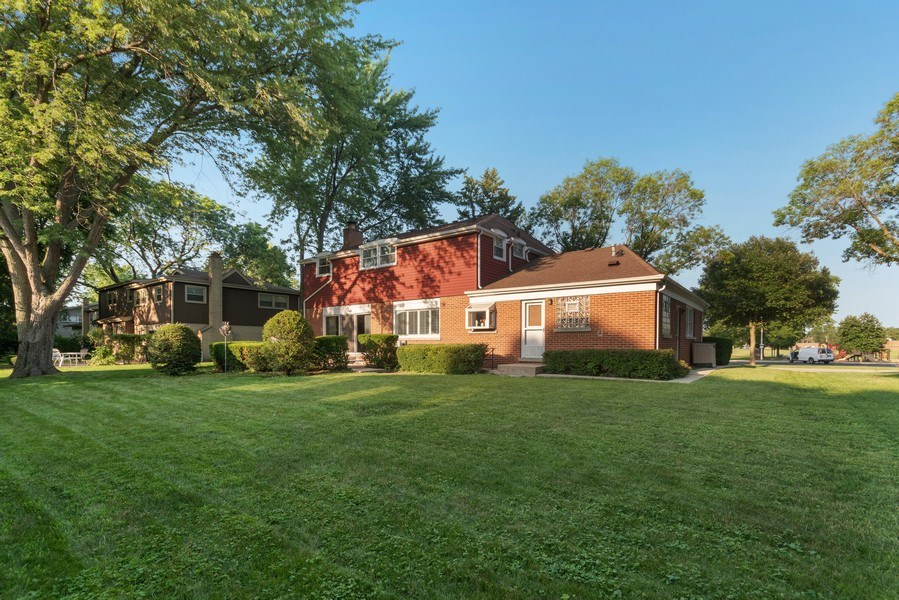 Real Estate Photography - 1810 N Dale Ave, Arlington Heights, IL, 60004 - Back Yard