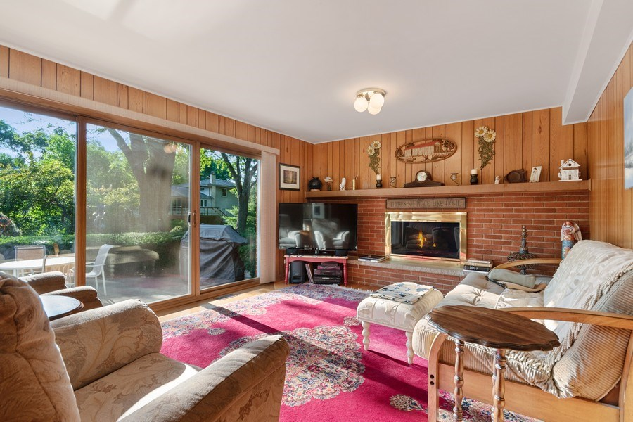 Real Estate Photography - 1810 N Dale Ave, Arlington Heights, IL, 60004 - Family Room