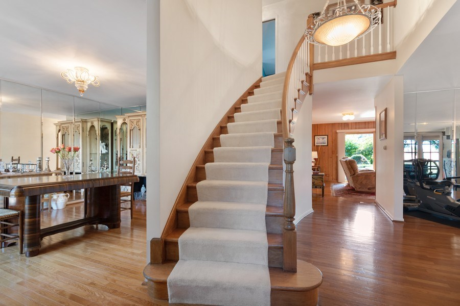 Real Estate Photography - 1810 N Dale Ave, Arlington Heights, IL, 60004 - Foyer