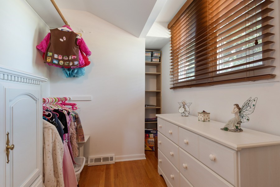 Real Estate Photography - 1810 N Dale Ave, Arlington Heights, IL, 60004 - Closet