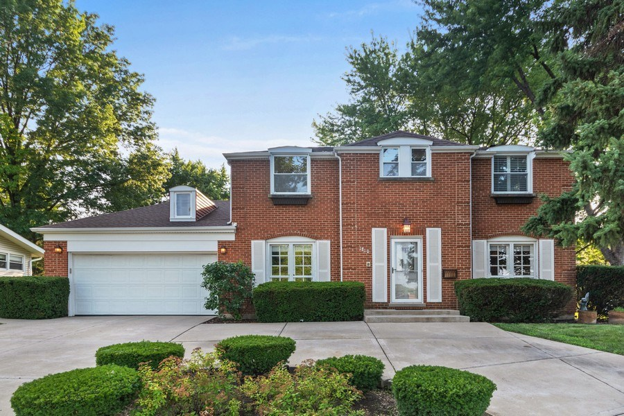 Real Estate Photography - 1810 N Dale Ave, Arlington Heights, IL, 60004 - Front View