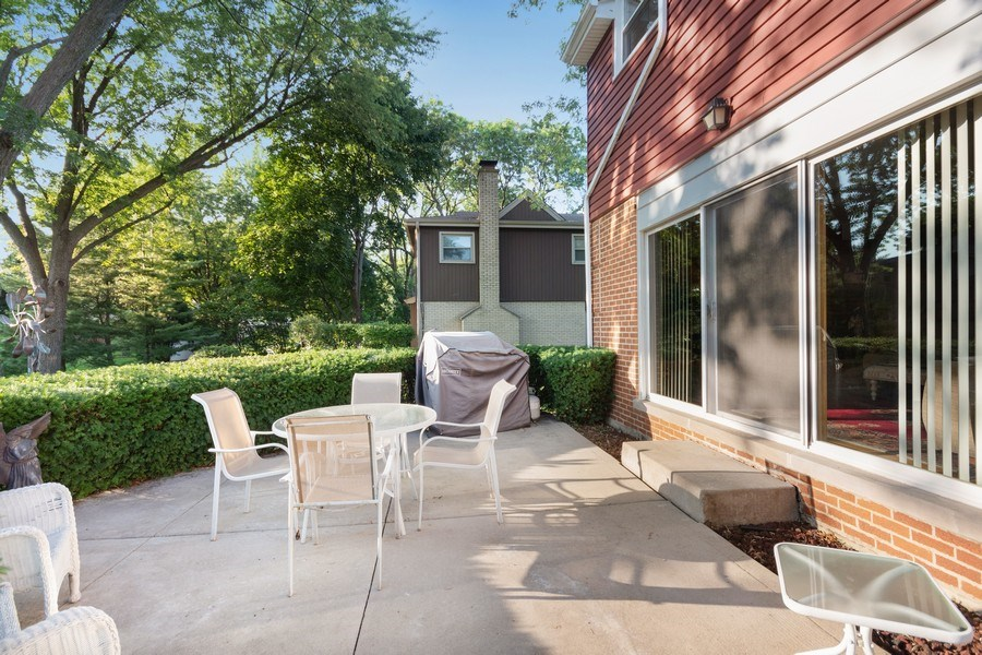 Real Estate Photography - 1810 N Dale Ave, Arlington Heights, IL, 60004 - Patio
