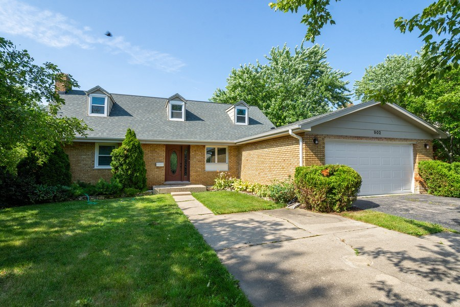 Real Estate Photography - 902 E Main St., Barrington, IL, 60010 - Front View