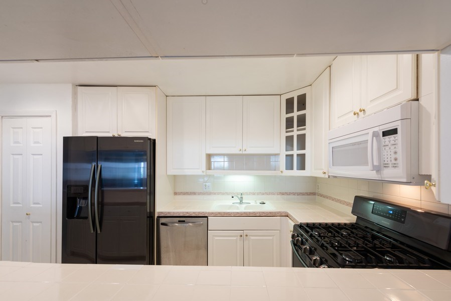 Real Estate Photography - 1940 N Highland Ave., Unit #15, Los Angeles, CA, 90068 - Kitchen